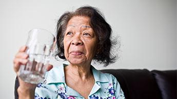 水を飲むと腎臓結石を予防できる