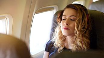 Möchten Sie wissen, wie man in der ersten Nacht einer Reise gut schläft?