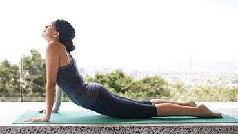 Proste ćwiczenia rozciągające łagodzące ból w dolnej części pleców