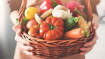 有機食品を食べる