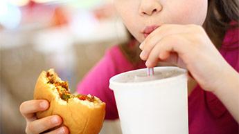 Dlaczego dzieci chorują na stłuszczenie wątroby?
