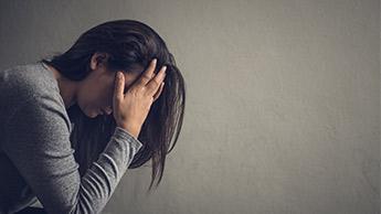 samotna kobieta z depresją