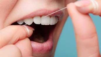 치실을 사용하는 것이 위험할 수 있는 이유는 무엇일까요?