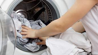 Kleidung in der Waschmaschine