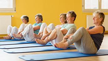 Ältere Frauen trainieren