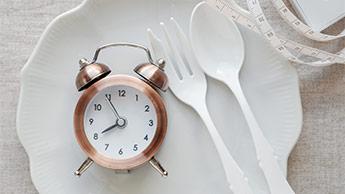時計のあるプレート