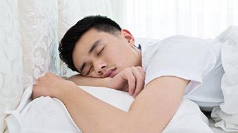 睡眠がいかに学習、記憶、全般的健康に影響するか