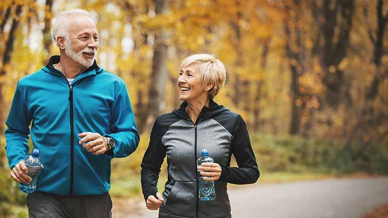 Uma caminhada rápida pode aliviar dores crônicas nas articulações