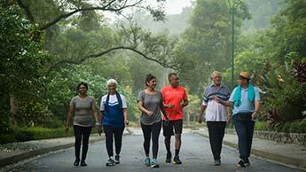 benefícios de saude para idosos de se exercitar