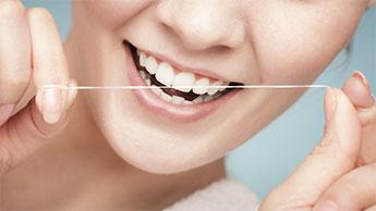 양치와 치실 중 무엇을 먼저 해야 할까요?