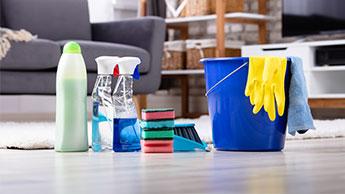 Mischiare prodotti per la pulizia