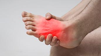 dolore ai piedi dovuto all'osteoartrite