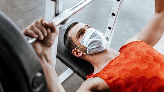 Usar máscara enquanto se exercita