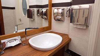 Asciugatori per le mani o asciugamani di carta