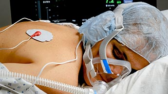 Положение лежа на животе при тяжелом остром респираторном дистресс-синдроме