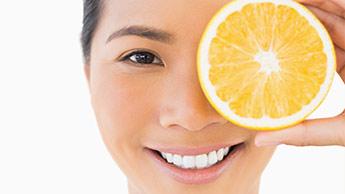 ビタミン C は視力喪失の主要因からの視力保護を補助します