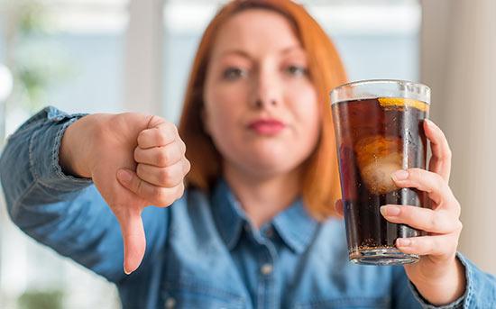 건강에 해로운 달콤한 음료