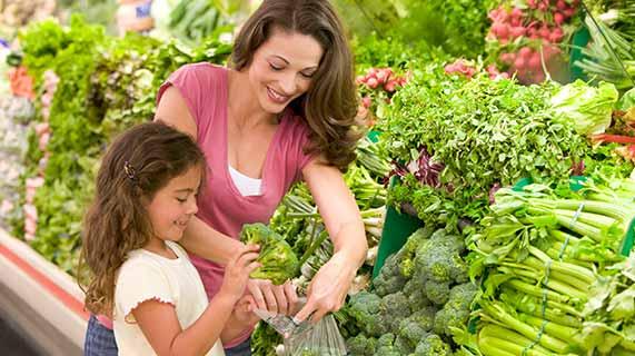 Как выбрать лучшие фрукты и овощи в продуктовом магазине