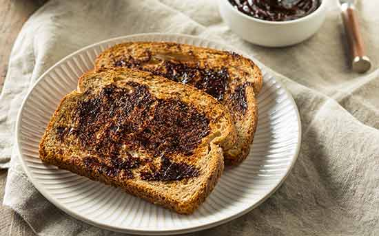 마마이트를 바른 빵