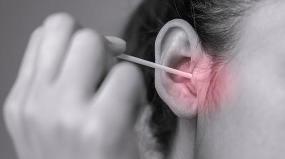 Jak czyścić uszy bez użycia patyczka bawełnianego?