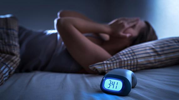 Il sonno frammentato può essere dannoso quanto l'assenza di sonno