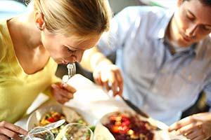 Comment le régime 'Slow Down' peut aider à perdre du poids et à soigner les troubles alimentaires