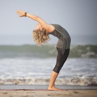 每天早上练习 5 个瑜伽姿势,轻松改善健康